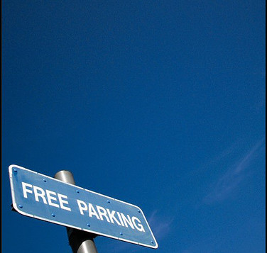 "A sign that says ""free parking"""