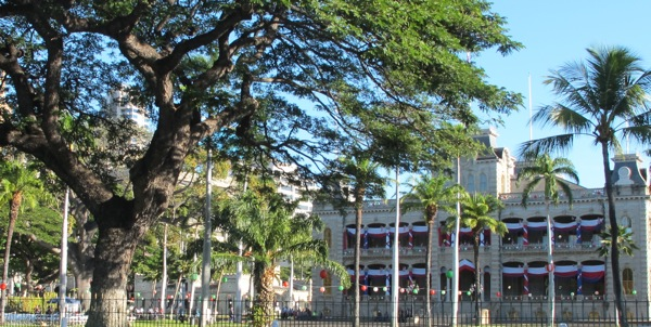 Iolani Palace in the daytime