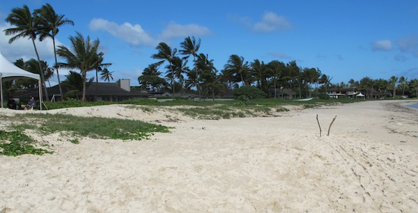 White Sandy beach on Oahu