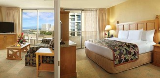 Embassy Suites Hotel - Waikiki Beach Walk 80