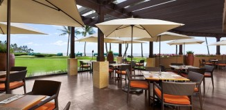 Outdoor dining at Sheraton Kauai Resort