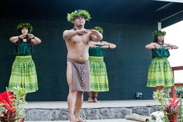 Traditional Hawaiian dancers