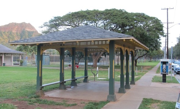 A gazebo-like bus stop at HNL