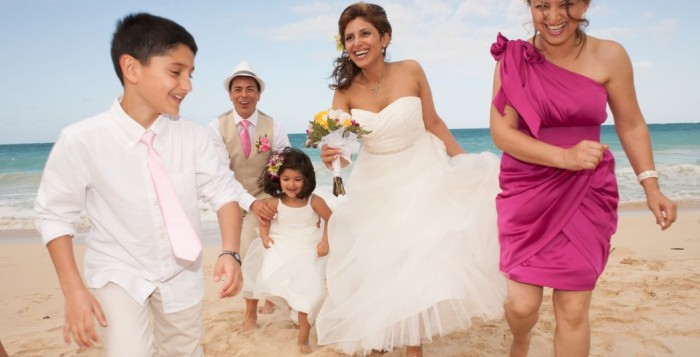 Family enjoying Hawaii wedding on the beach