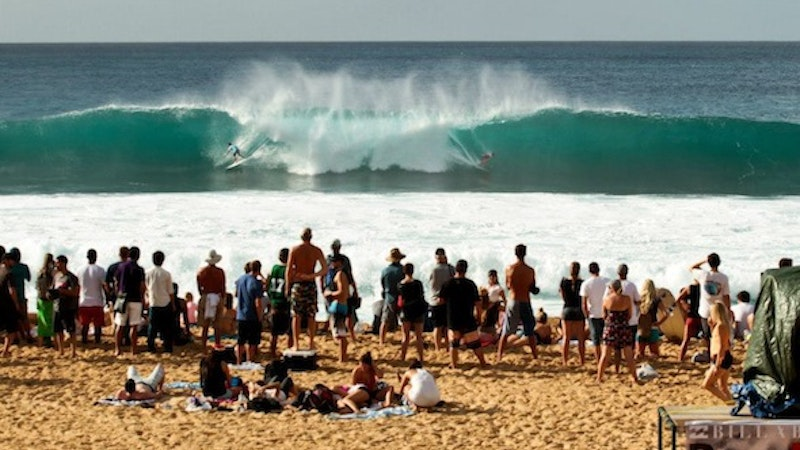 Winter Brings Waves and Crowds to North Shore