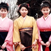 3 young women dressed in komonos