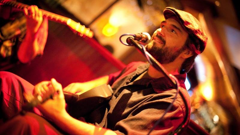 4 Must-See Solo Musicians in Waikiki