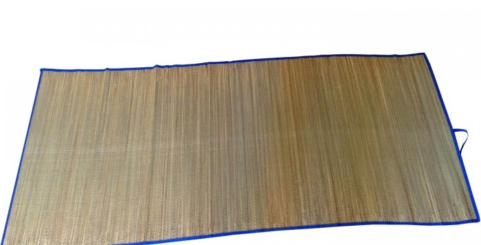 bamboo beach mat with blue trim