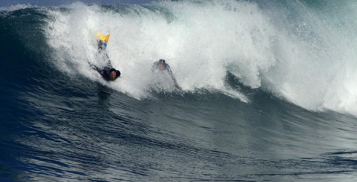 2 men bodyboarding