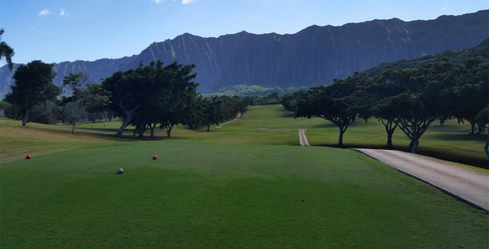 A golf fairway with the Koolau mountains int he background