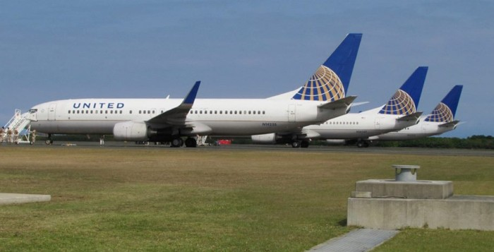 United Airlines planes in formation