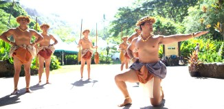 hula dancers at waimea valley