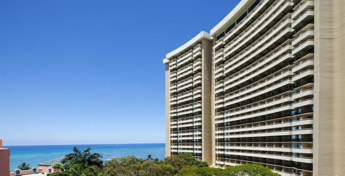 a view of the side of the sheraton waikiki