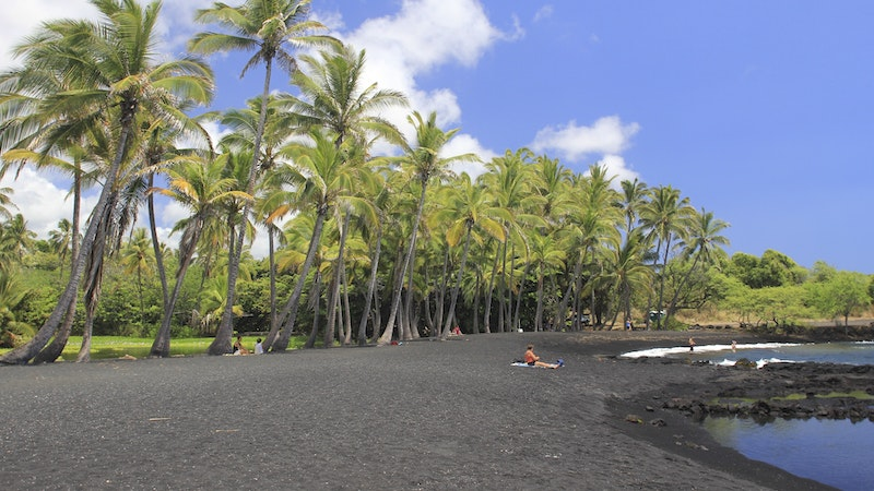 """Where Can I Find """"Odd"""" Colored Hawaii Beaches?"""