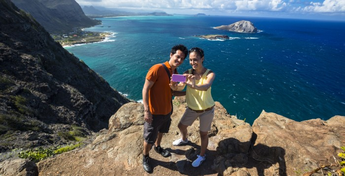a couple taking a photo at the Makapuu Lighthouse trail