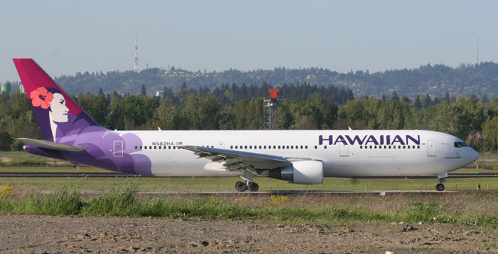 a hawaiian airlines jet