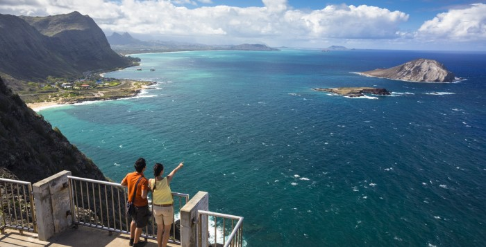 people looking out over Makapuu Lighthouse Trail