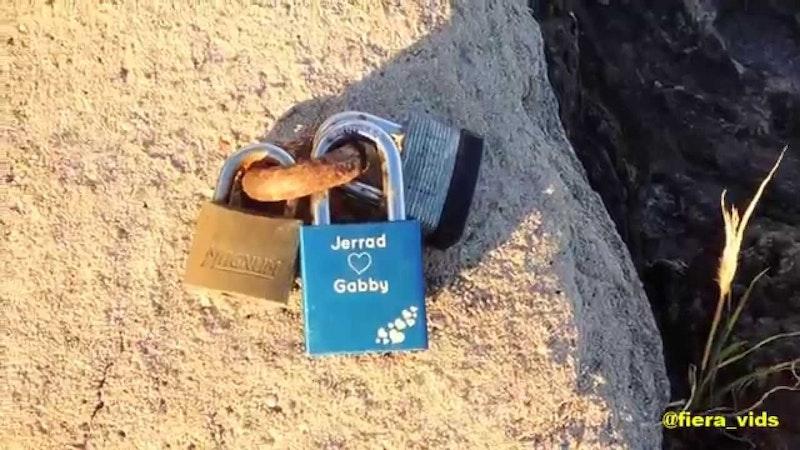 Unbreakable Love! Are Love Locks in Hawaii Back?