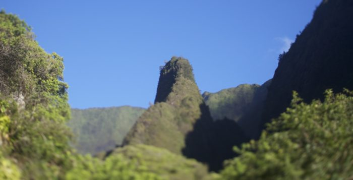 a picture of the iao needle on maui