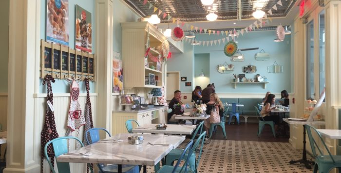 the inside of the magnolia bakery cafe in honolulu