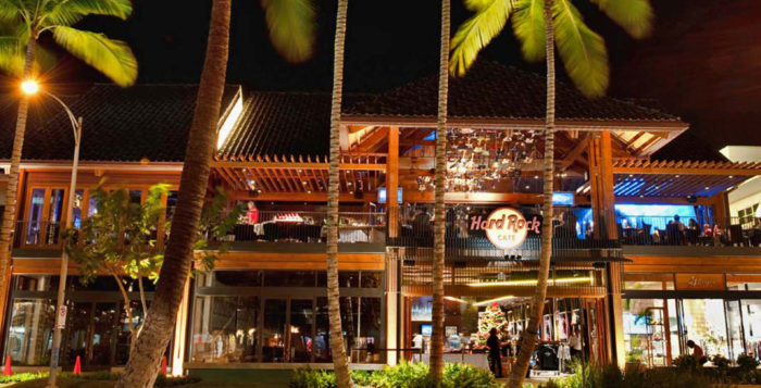the exterior of the hard rock cafe in honolulu