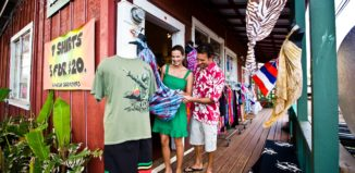 shoppers in haleiwa on oahu's north shore