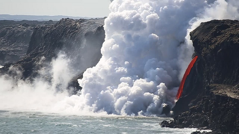 Big Island Lava Hose Spectacle Ends – And Restarts – After Sea Cliff Collapse