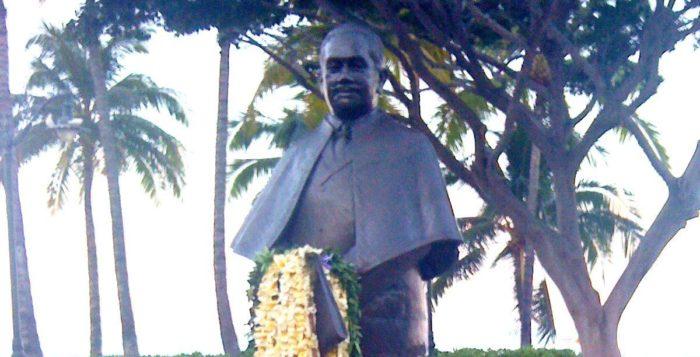 a statue of prince kuhio