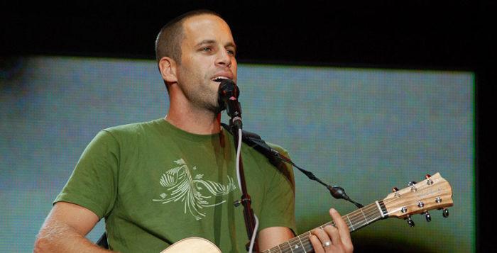 jack johnson playing guitar
