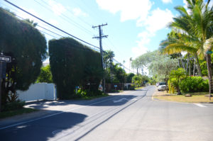 Park along the main road or the side streets in the neighborhood of Lanikai to get to Lanikai Beach. Remember to be respectful of those who live in Lanikai.
